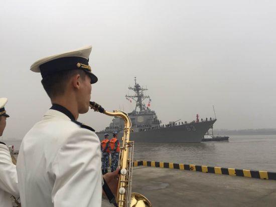 中国海军军乐队欢迎美国海军军舰来访