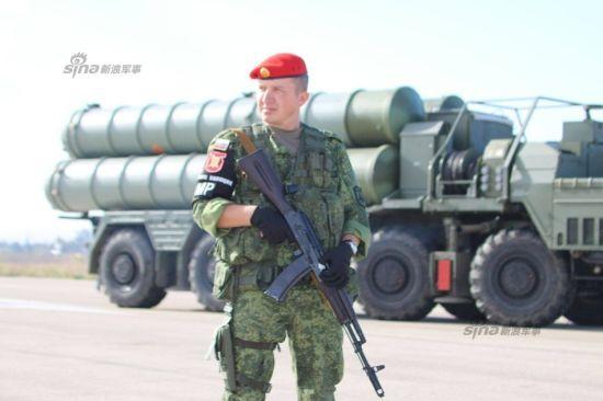 11月25日有消息称,俄罗斯总统普京已同意国防部有关在赫梅米姆空军基地部署最新型S-400防空导弹系统的建议。此前土耳其战斗机将俄罗斯参加打击叙利亚境内