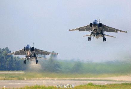 歼轰机、轰炸机、电子战飞机、预警机、歼击机等多种机型参与演练