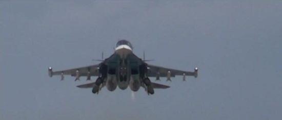 俄军苏34挂空空导弹警告土耳其:再敢靠近就击落