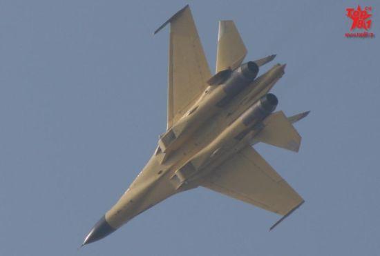 近日国内网上流传出一张疑似歼-11BS 532号战机配备国产太行的照片,从图中看,太行发动机所用的收敛片颜色深黑,与大家熟知的银白色不同,可能系新版的改进型号