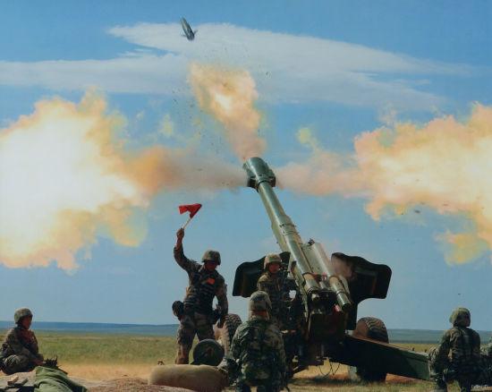 今年11月中旬举行的珠海航展上,首次展示了大量国产先进陆战兵器。从战车到导弹、从炮射导弹到无人侦察系统。全方位覆盖了陆地作战兵器种类。也体现近年来中国军工能力大幅提升的威力。图为中国陆军66式152毫米榴弹炮开火发射制导炮弹!