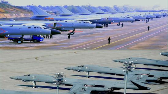 就在中国轰-6K战略轰炸机频频亮相之际,外界传出美国将在澳大利亚部署B-1战略轰炸机的消息。在南海局势持续紧张的情况下,西太平洋地区又有两位重量级选手介入,这无疑引来东亚各国的种种猜疑。而无论是B-1B还是轰-6K,其在中美武器库中都已算不上是新锐武器,身为大器晚成的老兵,各自似乎都已经在新的对抗舞台上找到了自己的使命。