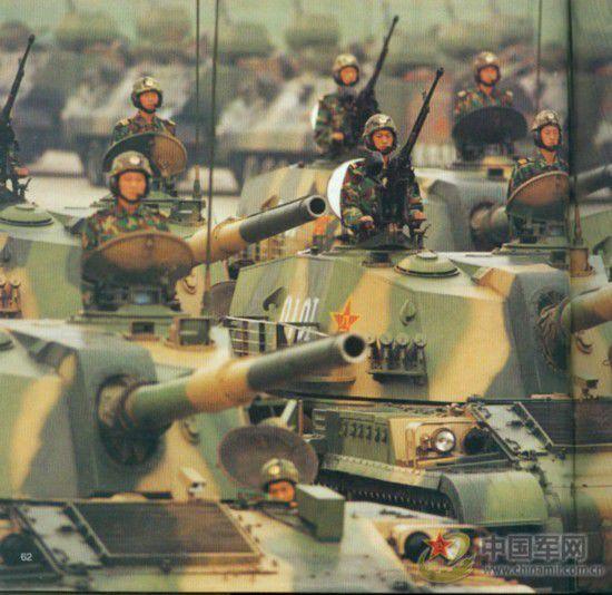 1999年十月一日第十三次国庆阅兵。参阅军种全,兵种多。这次参阅的陆、海、空、二炮、武警和地方武装,代表了我国武装力量构成的所有成分。这次国庆大阅兵规模宏大,场面壮观。参阅部队都是精锐之师,这样的规模和阵容,在我国历史上是空前的,在世界上也是少有的。