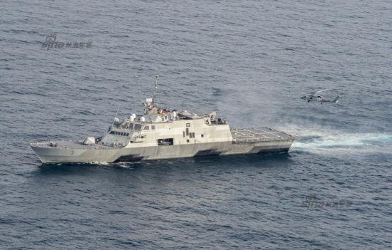 2015年7月20日,美国海军LCS-3沃斯堡号近海战斗舰在南中国海进行舰机协同演练。