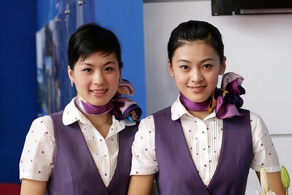 组图:珠海航展厦门航空公司乘务员风采