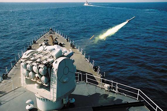图文:深圳号导弹驱逐舰发射导弹