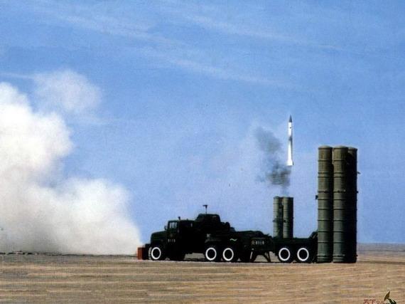 图文:解放军威武的S300PMU-1防空导弹