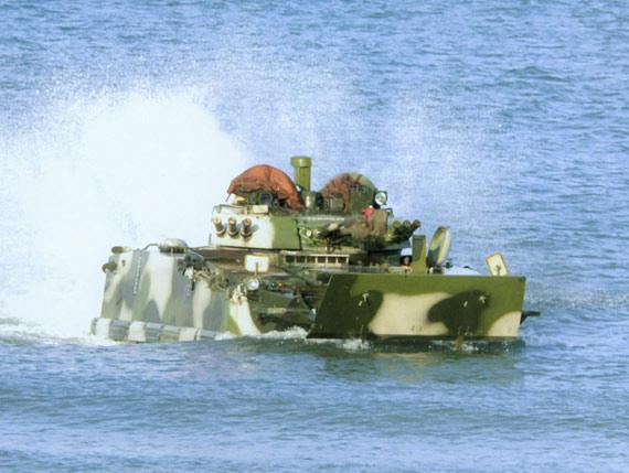 97步兵战车设计迁就登陆与南方水网地区作战