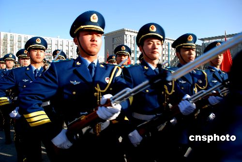 组图 解放军三军仪仗队官兵进行队列训练