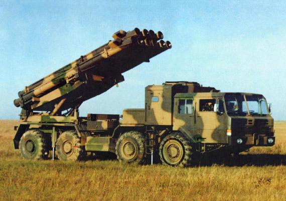 图文:中国新A100与俄龙卷风火箭炮外形相似