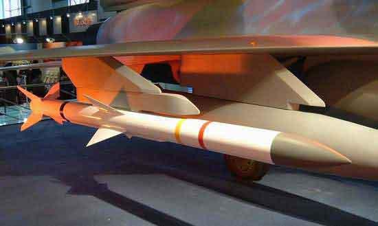 美称枭龙战机将研双座型装备中国PL10导弹(图)