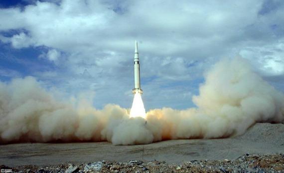 图文:解放军二炮阵地导弹发射场景
