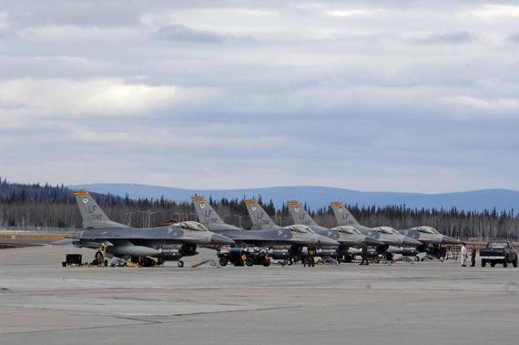 图文:参加红旗空演的F-16C战隼机群