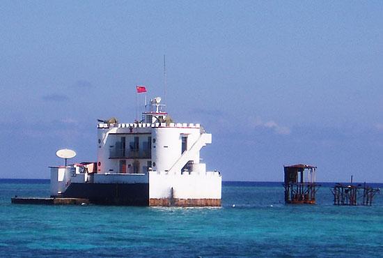 图文:解放军守礁部队的高脚屋