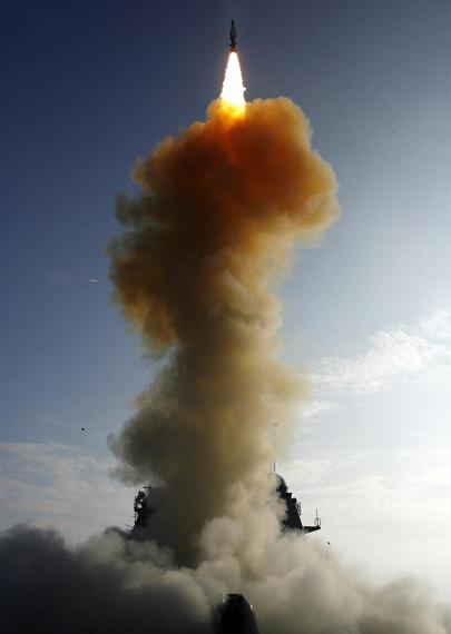 图文:2月份美海军发射拦截导弹击落失控卫星