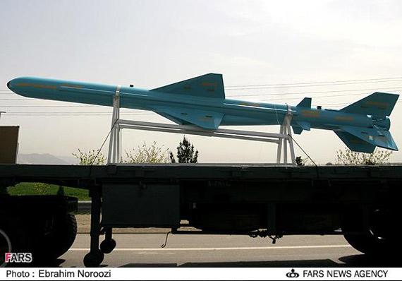 图文:伊朗国庆阅兵式上亮相的反舰导弹