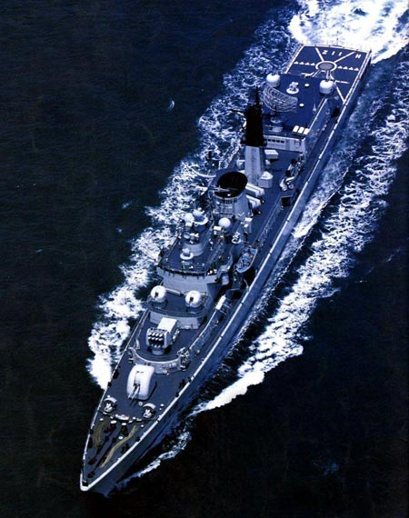 图文:解放军052级112号战舰俯视图
