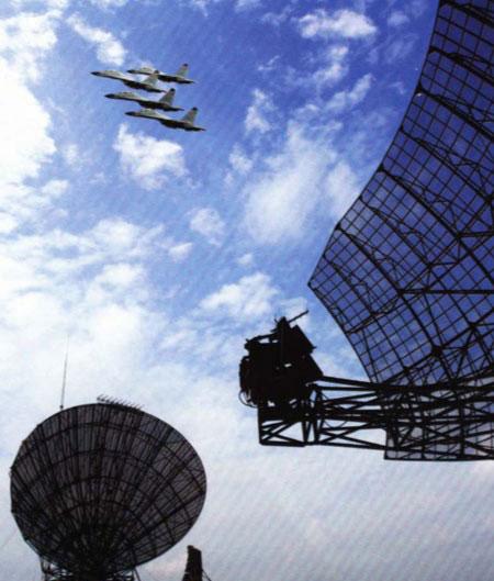 图文:资料图:解放军地空预警雷达阵地