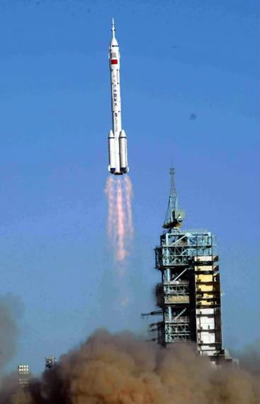 图文:中国神舟飞船发射升空