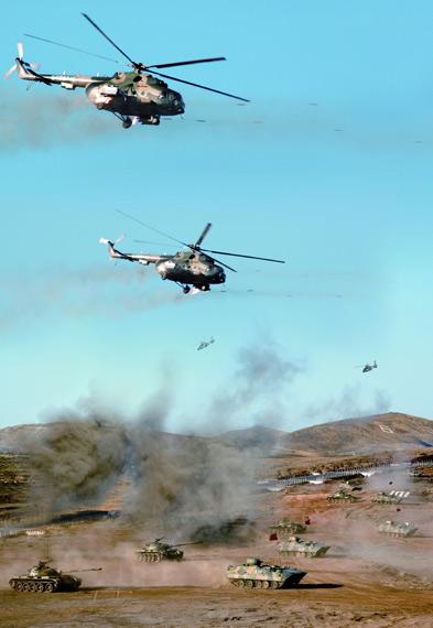 我军首次公开陆航部队规模装备近五百架直升机