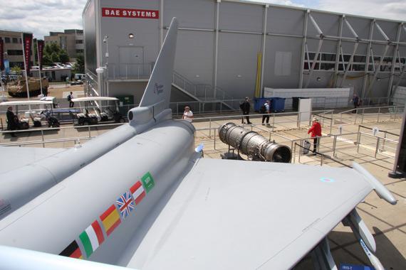 图文:台风战机机背特写