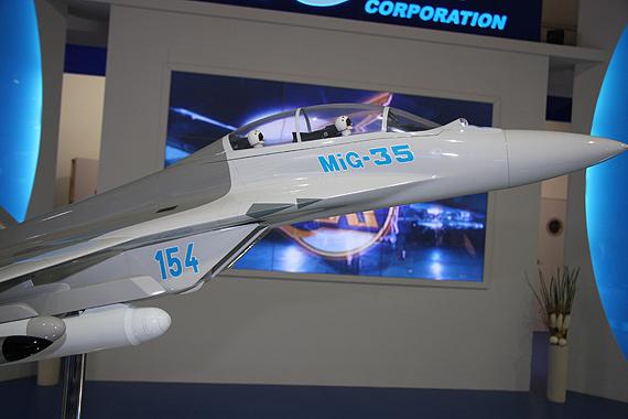 组图:俄米格-35战斗机模型亮相范堡罗航展