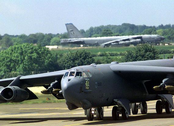 美军坠毁B-52轰炸机可能携带核武器