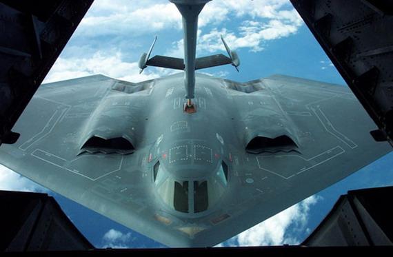 图文:美国B-2隐身战略轰炸机飞行