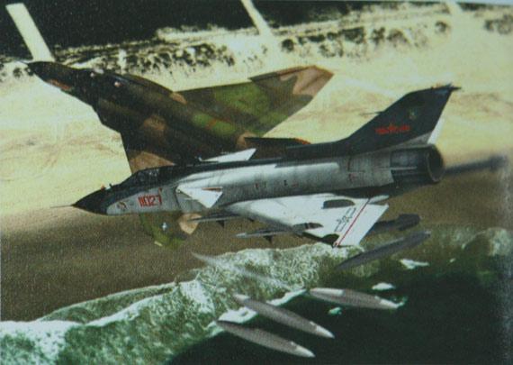 歼9设计人员希望其性能能达到美国F-4战机标准。不过纸面上的歼9并未能够与活跃于越南战场上的F-4交手。