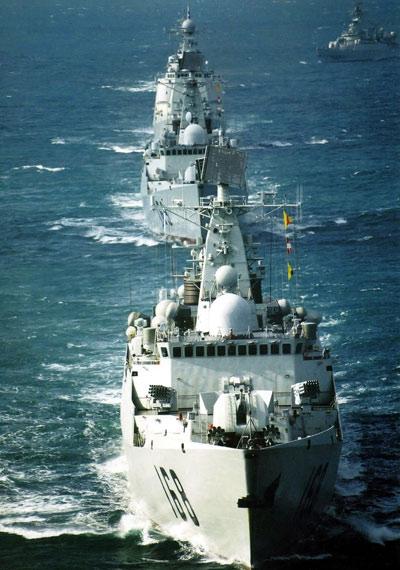 资料图:中国海军南海舰队新型驱护舰编队