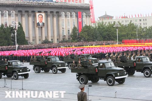 9月9日,装备火箭炮的车辆在朝鲜首都平壤的金日成广场上接受检阅。新华社记者 张滨阳 摄