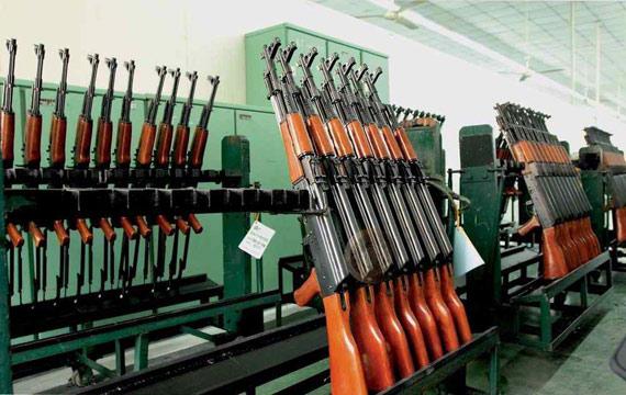 资料图:仓库中存放的中国56式步枪