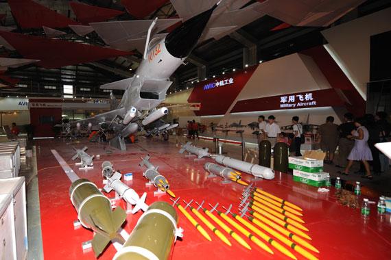 歼十展示对地攻击力:可挂LS-6/LT-2制导炸弹
