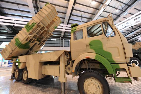 组图:国产B-611M近程地地战术导弹系统亮相