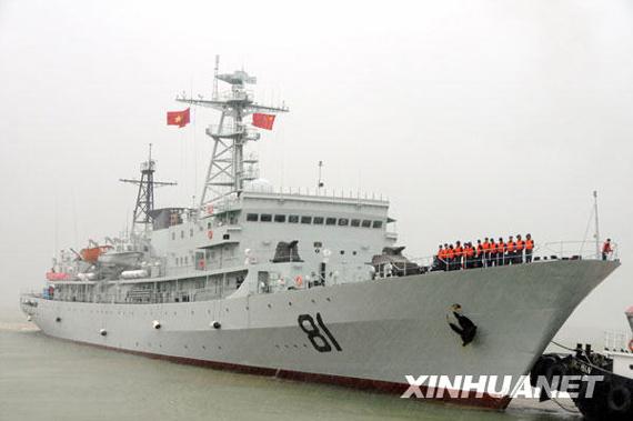 """11月18日,中国海军""""郑和号""""训练舰抵达越南中部的岘港市仙沙港,开始对越南进行为期5天的访问。新华社记者黄海敏摄"""