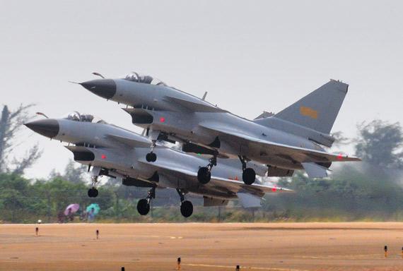 中国空军歼10战机双机编队升空摄影:冰凉
