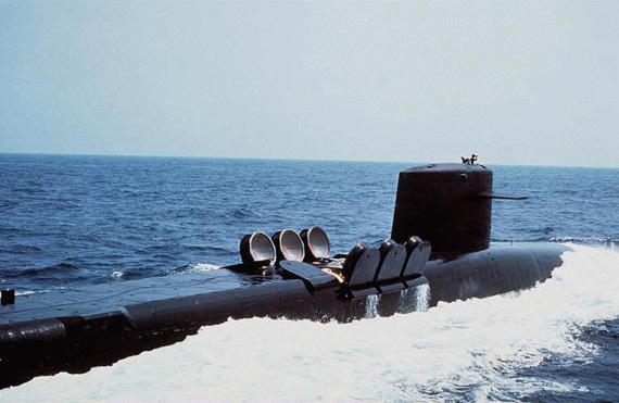 资料图:美国海军俄亥俄级战略弹道导弹核潜艇打开导弹发射筒舱盖