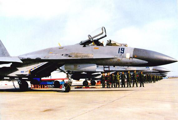 中国共进口了76架早期型苏-27战机,自行组装了100多。