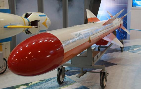 资料图:珠海航展亮相的国产C-802A反舰导弹实物摄影:门广阔