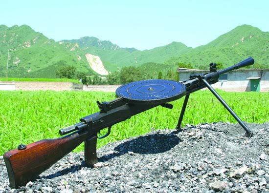 当年解放军装备的53式轻机枪