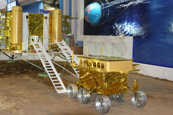 国产月球巡视及着落探测器模型