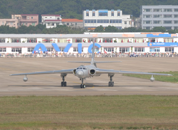 我国自行研制的轰油-6空中加油机摄影:陈诚