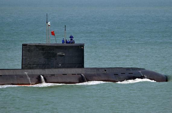 解放军装备有12艘俄制基洛级常规潜艇