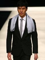 条纹领带引领新风潮