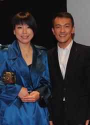 《Vogue》编辑总监张宇(左)