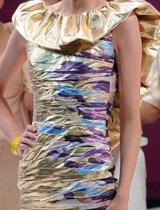 斑斓的拼色裙身