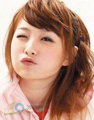 日本女生模特儿的睡姿发4大杂志提案剪照着男生喜欢的棕色图片