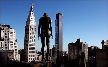 安东尼-葛姆雷的楼顶雕塑惊骇纽约