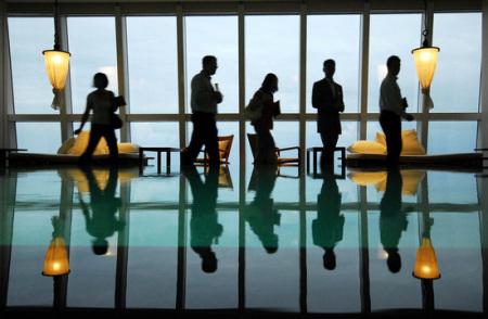 柏悦酒店85层世界最高游泳池在(新浪尚品配图)